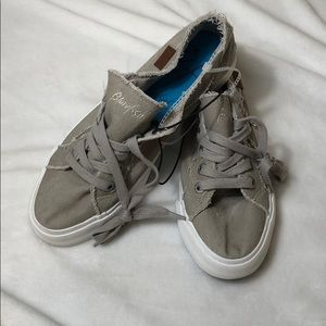 Blowfish tennis shoes 10 NWOT